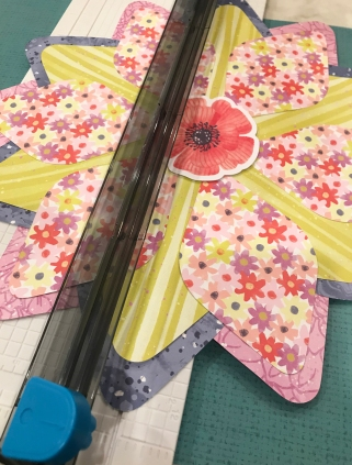 Flower-Scrapbok-Layout-Gemstone-Patterns-Sketch-Creative-Memories3